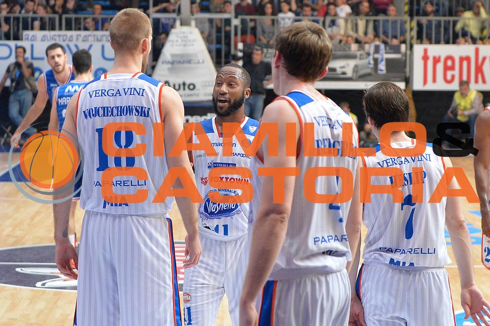 DESCRIZIONE : Cantu, Lega A 2015-16 Acqua Vitasnella Cantu' Enel Brindisi<br /> GIOCATORE : Kenny Hasbrouckc Jakub Wojciechovski<br /> CATEGORIA : Fair Play<br /> SQUADRA : Acqua Vitasnella Cantu'<br /> EVENTO : Campionato Lega A 2015-2016<br /> GARA : Acqua Vitasnella Cantu' Enel Brindisi<br /> DATA : 31/10/2015<br /> SPORT : Pallacanestro <br /> AUTORE : Agenzia Ciamillo-Castoria/I.Mancini<br /> Galleria : Lega Basket A 2015-2016  <br /> Fotonotizia : Cantu'  Lega A 2015-16 Acqua Vitasnella Cantu'  Enel Brindisi<br /> Predefinita :