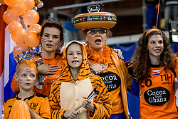 23-11-2017 NED: Nederland - Italie, Eindhoven<br /> Uitzwaaiduel Oranje in een volgepakt Topsportcentrum in Eindhoven tegen Italie wordt met ruime cijfers gewonnen 41-16 / Oranje support publiek