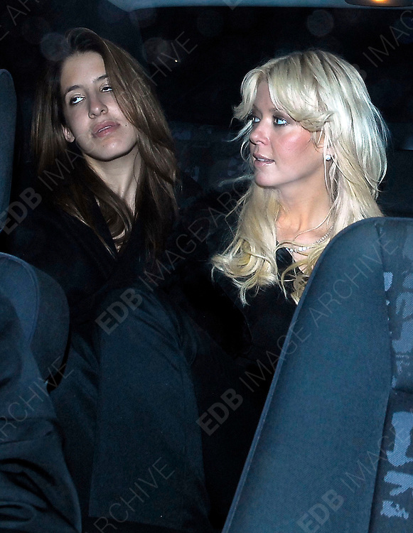 09.12.2006. LONDON<br /> <br /> TARA REID LEAVING CIPRIANI'S RESTAURANT IN LONDON<br /> <br /> BYLINE: EDBIMAGEARCHIVE.CO.UK<br /> <br /> *THIS IMAGE IS STRICTLY FOR UK NEWSPAPERS AND MAGAZINES ONLY*<br /> *FOR WORLD WIDE SALES AND WEB USE PLEASE CONTACT EDBIMAGEARCHIVE.CO.UK - 0208 954 5968*