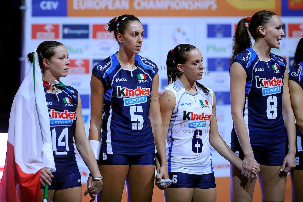 04-10-2009 VOLLEYBAL: FINALE EUROPEES KAMPIOENSCHAP NEDERLAND - ITALIE: LODZ <br /> De Nederlandse volleybalvrouwen zijn er niet in geslaagd om het goud te pakken. Italie was met 3-0 te sterk / Eleonora Lo Bianco, Giulia Rondon en Enrica Merlo en Jenny Barazza<br /> &copy;2009-WWW.FOTOHOOGENDOORN.NL