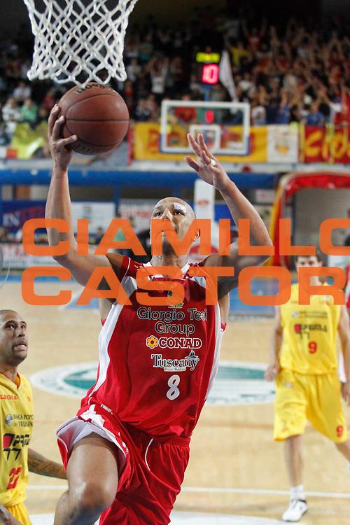 DESCRIZIONE : Frosinone Lega Basket A2 2011-12  Play Off Gara 4 Prima Veroli Giorgio Tesi Group Pistoia<br /> <br /> GIOCATORE : Fiorello Toppo<br /> <br /> CATEGORIA : tiro<br /> <br /> SQUADRA : Giorgio Tesi Group Pistoia<br /> <br /> EVENTO : Campionato Lega A2 2011-2012<br /> <br /> GARA : Prima Veroli Giorgio Tesi Group Pistoia<br /> <br /> DATA : 15/05/2012<br /> <br /> SPORT : Pallacanestro <br /> <br /> AUTORE : Agenzia Ciamillo-Castoria/ A.Ciucci<br /> <br /> Galleria : Lega Basket A2 2011-2012 <br /> <br /> Fotonotizia : Frosinone Lega Basket A2 2011-12 Prima Veroli Giorgio tesi Group Pistoia<br /> <br /> Predefinita :