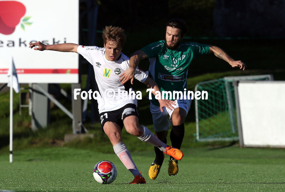 21.5.2015, Tehtaan kentt&auml;, Valkeakoski.<br /> Ykk&ouml;nen 2015.<br /> FC Haka - Eken&auml;s IF.<br /> Niilo M&auml;enp&auml;&auml; (Haka) v Lucas Paz Kaufmann (EIF).