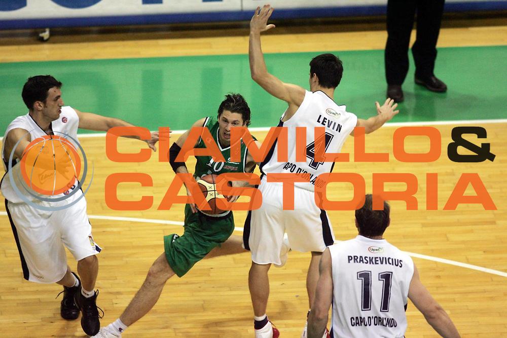 DESCRIZIONE : Siena Lega A1 2005-06 Montepaschi Siena Upea Capo Orlando <br /> GIOCATORE : Pecile <br /> SQUADRA : Montepaschi Siena <br /> EVENTO : Campionato Lega A1 2005-2006 <br /> GARA : Montepaschi Siena Upea Capo Orlando <br /> DATA : 29/01/2006 <br /> CATEGORIA : Penetrazione <br /> SPORT : Pallacanestro <br /> AUTORE : Agenzia Ciamillo-Castoria/P.Lazzeroni <br /> Galleria : Lega Basket A1 2005-2006 <br /> Fotonotizia : Siena Campionato Italiano Lega A1 2005-2006 Montepaschi Siena Upea Capo Orlando <br /> Predefinita :