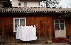 PRISTINA, KOSOVO - DECEMBER 14 - hisica z obesenim perilom