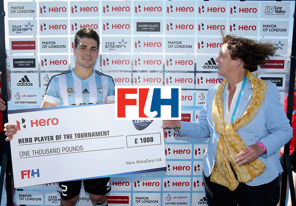 LONDON, ENGLAND - JUNE 25:  Gonzalo Peillat of Argentina is presented with his Best Player trophy and cheque after the final match between Argentina and the Netherlands on day nine of the Hero Hockey World League Semi-Final at Lee Valley Hockey and Tennis Centre on June 25, 2017 in London, England.  (Photo by Alex Morton/Getty Images)
