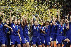 17.07.2011, Commerzbankarena, Frankfurt, GER, FIFA Women Worldcup 2011, Finale,  Japan (JPN) vs. USA (USA), im Bild:  .Japan mit dem Pokal.. // during the FIFA Women Worldcup 2011, final, Japan vs USA on 2011/07/11, FIFA Frauen-WM-Stadion Frankfurt, Frankfurt, Germany.   EXPA Pictures © 2011, PhotoCredit: EXPA/ nph/  Mueller       ****** out of GER / CRO  / BEL ******