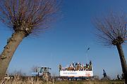 Nederland, Haalderen, 6-2-2005..Carnavalsoptocht. Carnaval, Karnaval, traditie, volksfeest,..volksvermaak.Praalwagen...Foto: Flip Franssen