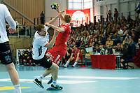 Håndball , Eliteseiren , Sluttspill 2018 , Semifinale kamp 2 <br /> 02.05.2018 , 20180502<br /> Haslum - Elverum<br /> Elverums Tine Poklar går i bakken etter at han fikk en hjernerystelse i en duell med Haslums Sander A. Øverjordet  <br /> Foto: Sjur Stølen / Digitalsport