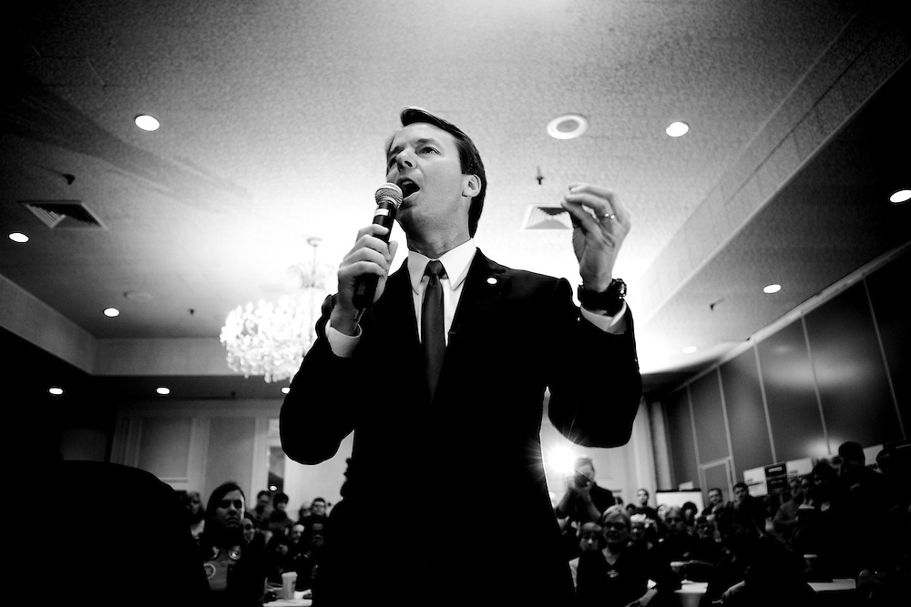 Former Sen. John Edwards (D-NC) campaigns in Nashua, N.H., on Friday, Jan. 4, 2008.