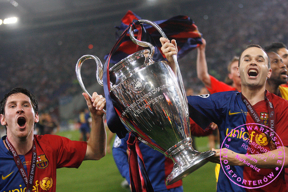 ROME 27/05/2009.Uefa Champions League - Final.Manchester United v Fc Barcelona.Lionel Messi and Andres Iniesta celebrate with the Champions League trophy ..Fot. Piotr Hawalej / WROFOTO