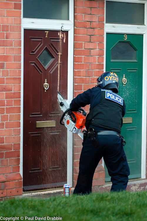 South Yorkshire Police Officers force entry with a chain saw to execute a Warrant at an address in Eastwood Rotherham early on Tuesday Morning<br /> <br /> 04 March 2014<br /> Image © Paul David Drabble <br /> <br /> www.pauldaviddrabble.co.uk