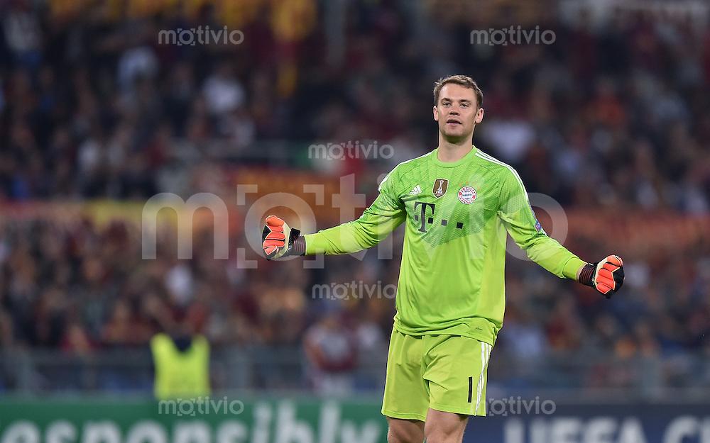 FUSSBALL   CHAMPIONS LEAGUE   SAISON 2014/2015   Vorrunde AS Rom - FC Bayern Muenchen        21.10.2014 Torwart Manuel Neuer (FC Bayern Muenchen) am Ball