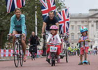 LONDON UK 30TH JULY 2016:  The Mall and Buckingham Palace. The Prudential RideLondon FreeCycle event over closed roads around the city. Prudential RideLondon in London 30th July 2016.<br /> <br /> Photo: Neil Turner/Silverhub for Prudential RideLondon<br /> <br /> Prudential RideLondon is the world's greatest festival of cycling, involving 95,000+ cyclists – from Olympic champions to a free family fun ride - riding in events over closed roads in London and Surrey over the weekend of 29th to 31st July 2016. <br /> <br /> See www.PrudentialRideLondon.co.uk for more.<br /> <br /> For further information: media@londonmarathonevents.co.uk