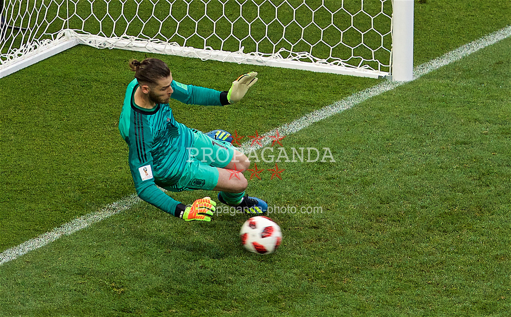 MOSCOW, RUSSIA - Sunday, July 1, 2018: Spain's goalkeeper David De Gea looks on as he concedes the third penalty of the shoot-out against Russia during the FIFA World Cup Russia 2018 Round of 16 match between Spain and Russia at the Luzhniki Stadium. Russia won 4-3 on penalties after a 1-1 draw. (Pic by David Rawcliffe/Propaganda)