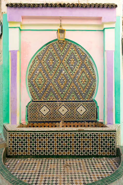 Fountain architecture, Moulay Idriss Zerhoun Medina, Middle Atlas, Morocco, 2016-06-14.