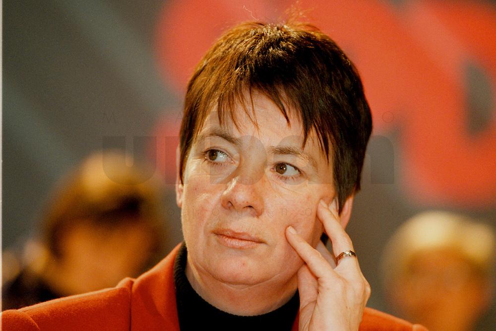 31 JANUARY 1998, DORTMUND/GERMANY:<br /> Dr. Barbara Hendricks, MdB, SPD, Mitglied im SPD Landesvorstand Nordrhein-Westfalen, auf dem Landesparteitag der SPD NRW<br /> IMAGE: 19980131-01/01-07