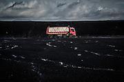 Il carbonile, deposito del carbone trattato, un camion trasporta il carbone