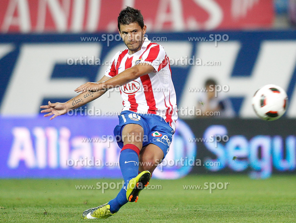 30.08.2010, Estadio Vicente Calderon, Madrid, ESP, Primera Division, Athletico Madrid vs Sporting de Gijon, im Bild Atletico de Madrid's Kun Aguero, EXPA Pictures © 2010, PhotoCredit: EXPA/ Alterphotos/ Alvaro Hernandez / SPORTIDA PHOTO AGENCY