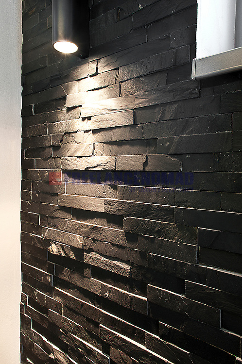Natural Stone Black Slate N3003 wall panels siding glued bonded bands interior project realization vertical detail