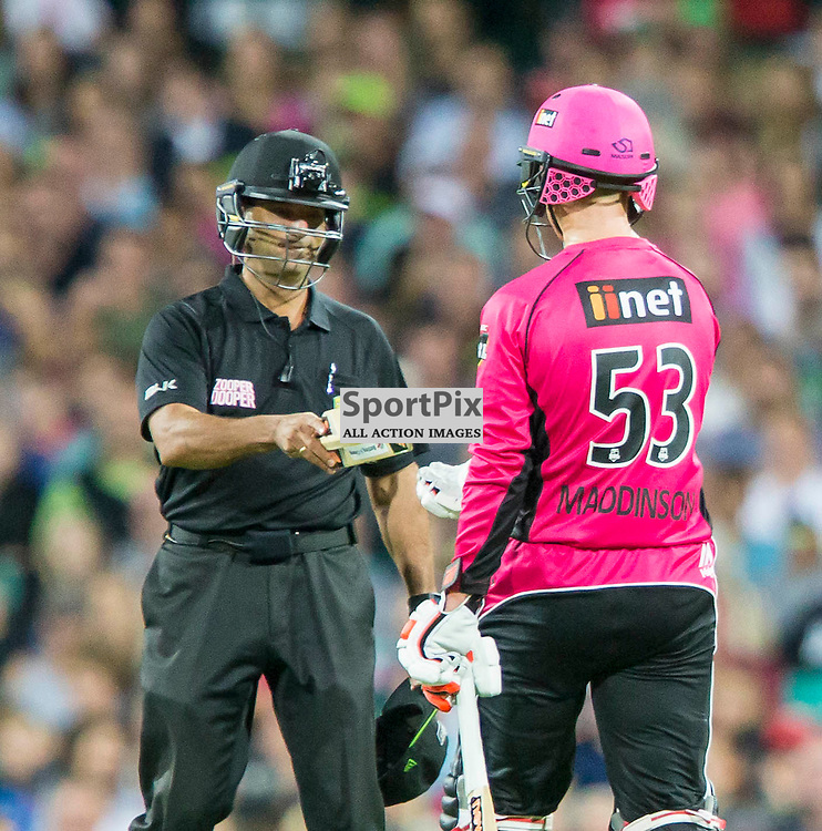 KFC Big Bash League T20 2015-16 , Sydney Sixers v Sydney Thunder, SCG; 16 January 2016<br /> Umpire John Ward hands half a bat back to Sydney Sixers Nic Maddinson