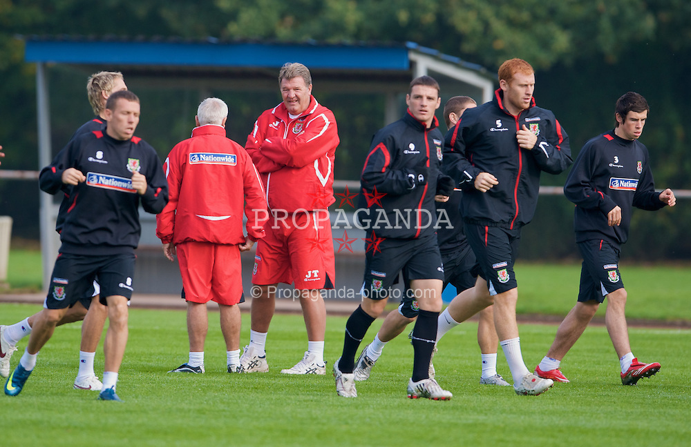 DU?SSELDORF, GERMANY - Tuesday, October 14, 2008: Wales' manager John Toshack watches over his players during training at Neuss Gnadental ahead of the 2010 FIFA World Cup South Africa Qualifying Group 4 match against Germany. (Photo by David Rawcliffe/Propaganda)