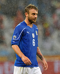 Football - soccer: FIFA World Cup South Africa 2010, Italy (ITA) - Paraguay (PRY), DANIELE DE ROSSI IN AZIONE SOTTO LA PIOGGIA