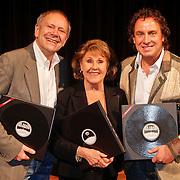 NLD/Hilversum/20101124 - Uitreiking boek 50 jaar Edison, de geschiedenis van de Muziekprijs, Rob de Nijs, Rita Reys, Marco Borsato