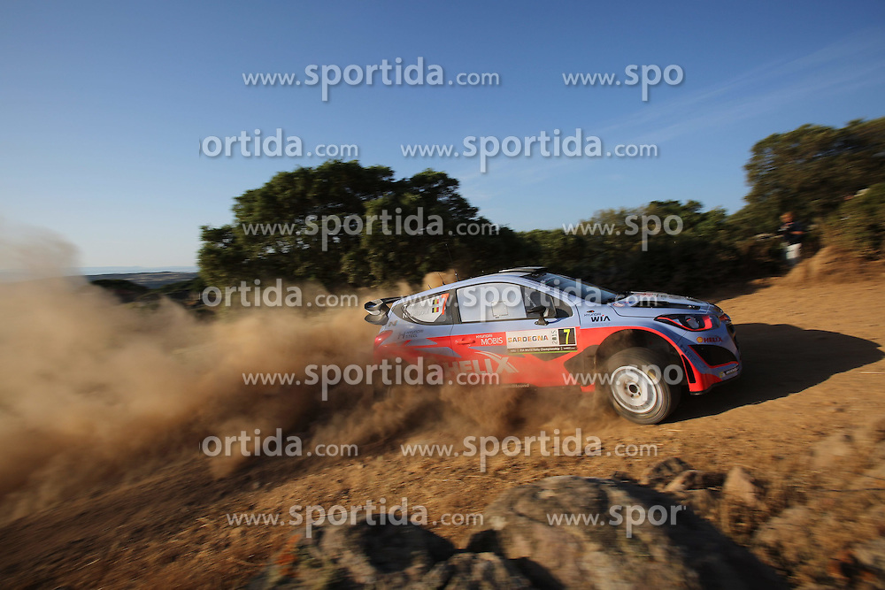 11.06.2015, Putifigari, Alghero, ITA, FIA, WRC, Rally Italia Sardegna 2015, im Bild Thierry Neuville/Nicolas Gilsoul (Hyundai Motorsport/i20 WRC) // during the FIA WRC Rallye Italia Sardegna 2015 at Putifigari in Alghero, Italy on 2015/06/11. EXPA Pictures &copy; 2015, PhotoCredit: EXPA/ Eibner-Pressefoto/ Bermel<br /> <br /> *****ATTENTION - OUT of GER*****