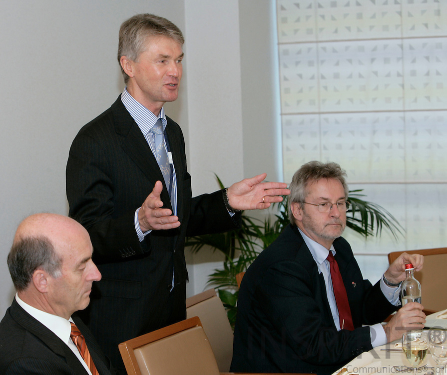 BRUSSELS - BELGIUM - 29 NOVEMBER 2006 -- From left MEP Sepp KUSSTATSCHER, Jorma KARPPINEN, Director for EUROFOUND and MEP Jan ANDERSSON at the European Foundation Working Lunch for MEPs on Geographical and labour market mobility in Europe.     PHOTO: ERIK LUNTANG / INSPIRIT Photo