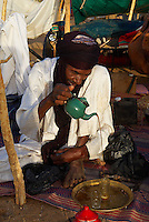 Niger. Ceremonie du the chez les Touaregs. // Niger. Tea ceremony, Touareg peoples.