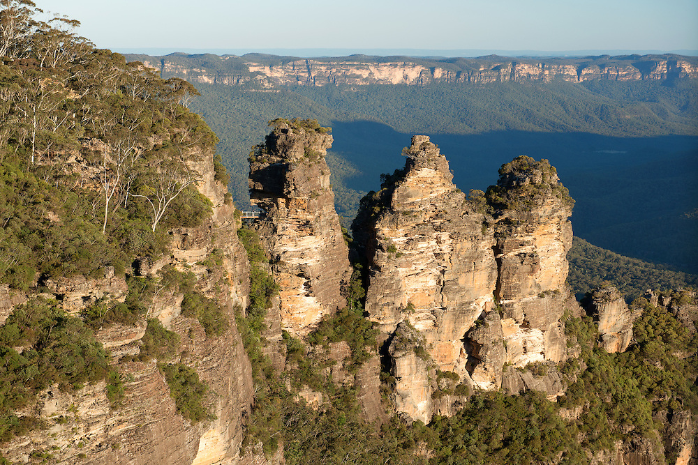 The Three Sisters and Jamison Valley of Blue Mountain, Katoomba
