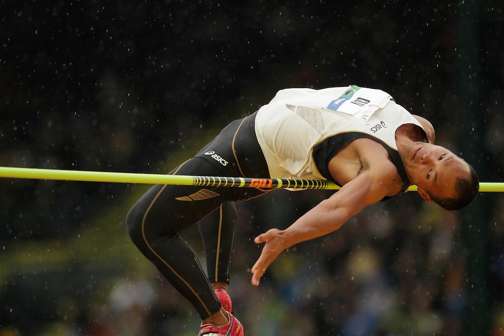 Brian Clay clears bar in high jump of men's decathlon