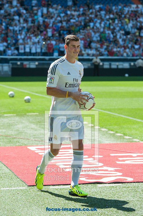 Picture by Sam Wordley/Focus Images Ltd +34 605 350 422<br /> 02/09/2013<br /> New signing Gareth Bale is presented at the Estadio Santiago Bernabeu, Madrid.