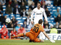 22.11.2011, Estadio Santiago Bernabeu, Madrid, ESP, UEFA CL, Gruppe D, Real Madrid (ESP) vs Dinamo Zagreb (CRO) im Bild Real Madrid's Gonzalo Higuain against Dinamo Zagreb's Ivan Kelava and Leandro Cufre // during the football match of UEFA Champions league, group D, between Real Madrid (ESP) and Dinamo Zagreb (CRO) at Santiago Bernabeu Stadium, Madrid, Spain on 2011/11/22. EXPA Pictures © 2011, PhotoCredit: EXPA/ Alterphotos/ Alvaro Hernandez..***** ATTENTION - OUT OF ESP and SUI *****
