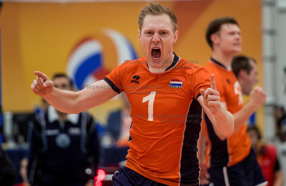 25-09-2016 NED: EK Kwalificatie Nederland - Turkije, Koog aan de Zaan<br /> Nederland plaatst zich voor het EK in Polen door Turkije met 3-1 te verslaan / Daan van Haarlem #1