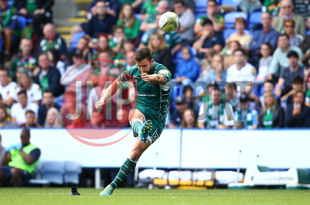 Tommy Bell of London Irish kicks a penalty - Mandatory by-line: Robbie Stephenson/JMP - 24/09/2017 - RUGBY - Madejski Stadium - Reading, England - London Irish v Northampton Saints - Aviva Premiership