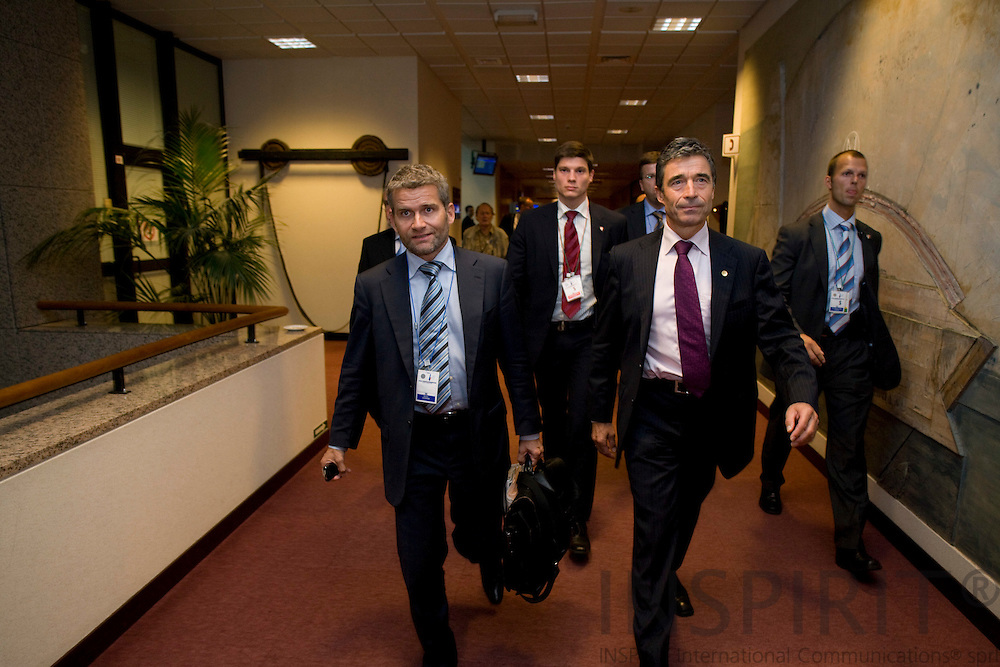 BRUSSELS - BELGIUM - 29 AUGUST 2008 -- Extraordinary EU Summit on Georgia -- Anders FOGH RASMUSSEN, Danish Prime Minister, leaving the summit after the last press conference with his spindoctor Michael ULVEMANN (Ri) and his bodyguards.  -- Photo Erik LUNTANG / EUP-Images
