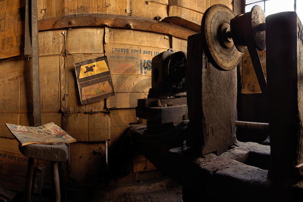 12/05/04 - THIERS - PUY DE DOME - FRANCE - Ancien atelier de coutellerie NAVARON - Photo Jerome CHABANNE