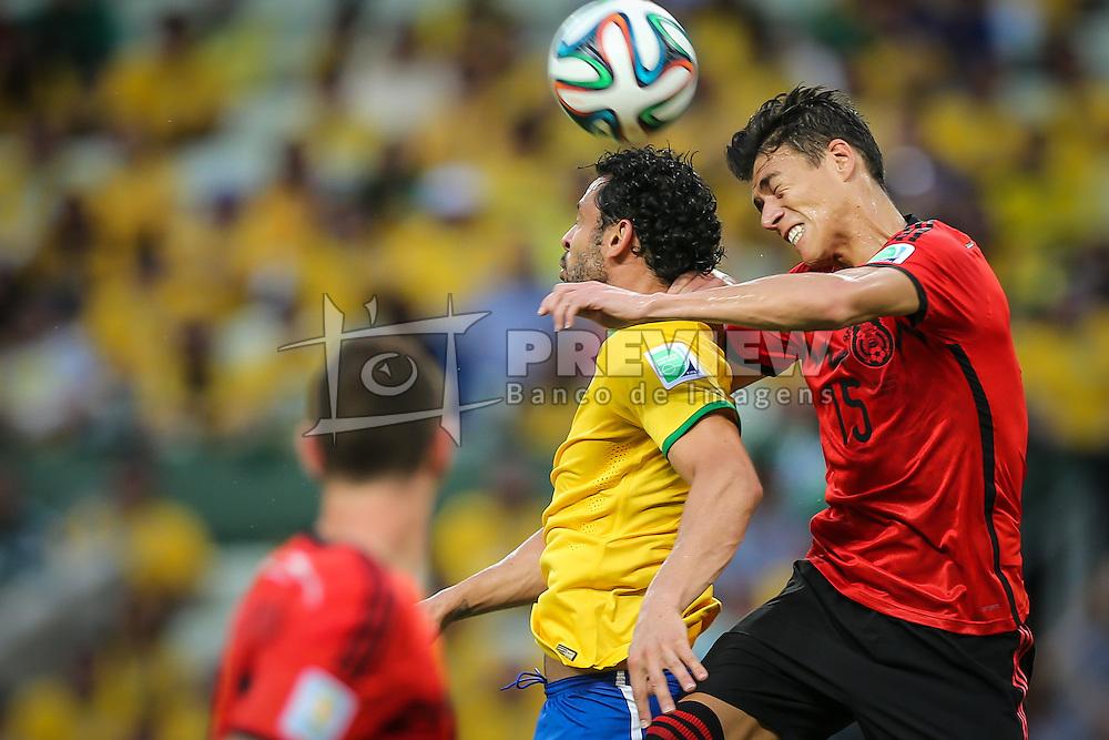 Fred disputa bola na partida entre Brasil x México, válida pela segunda rodada do grupo A da Copa do Mundo 2014. FOTO: Jefferson Bernardes/ Agência Preview
