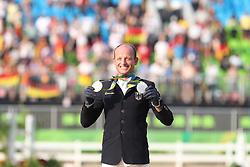 Jung, Michael (GER), <br /> Rio de Janeiro - Olympische Spiele 2016<br /> Siegerehrung Vielseitigkeit Einzelentscheidung<br /> © www.sportfotos-lafrentz.de/Stefan Lafrentz