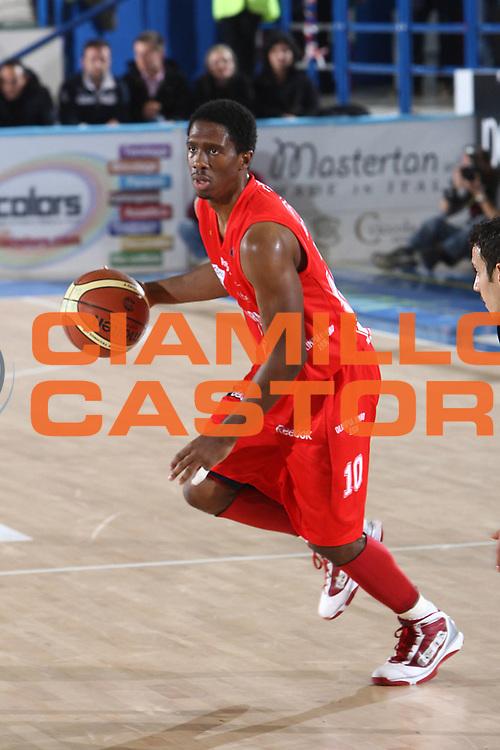 DESCRIZIONE : Porto San Giorgio Lega A 2010-11 Fabi Montegranaro Armani Jeans Milano<br /> GIOCATORE : Morris Finley<br /> SQUADRA : Armani Jeans Milano<br /> EVENTO : Campionato Lega A 2010-2011<br /> GARA : Fabi Montegranaro Armani Jeans Milano<br /> DATA : 28/11/2010<br /> CATEGORIA : palleggio<br /> SPORT : Pallacanestro<br /> AUTORE : Agenzia Ciamillo-Castoria/C.De Massis<br /> Galleria : Lega Basket A 2010-2011<br /> Fotonotizia : Porto San Giorgio Lega A 2010-11 Fabi Montegranaro Armani Jeans Milano<br /> Predefinita :