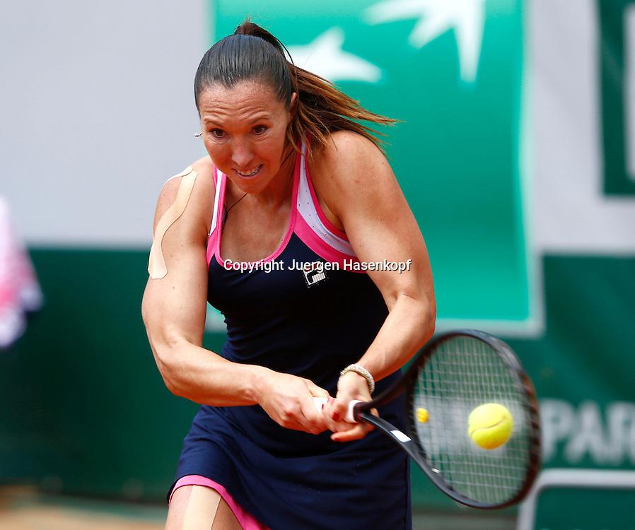 French Open 2013, Roland Garros,Paris,ITF Grand Slam Tennis Tournament, Jelena Jankovic (SRB),Aktion,Einzelbild,Halbkoerper,Querformat,<br /> Kinesiotape,