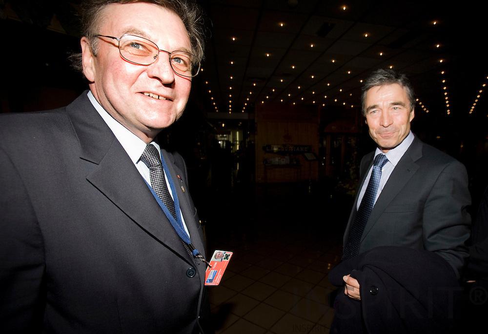 STRASBOURG - FRANCE - 03 APRIL 2008 -- NATO Topmoede, Den Danske NATO Ambassadoer Per Poulsen-Hansen er den som leder forhandlingerne om den nye Generalsekretær ses her sammen med Statsminister Anders Fogh Rasmussen efter ankomsten til Strasbourg. Photo: Erik Luntang