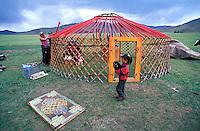 Mongolie, Province d'Arkhangai, transhumanse d'une famille de Nomade. // Mongolia, Arkhangai province, Nomadic family.