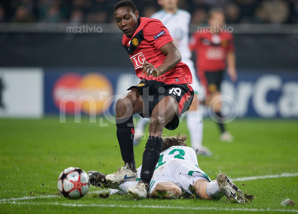 Fussball Uefa Champions League VFL Wolfsburg - Manchester United FC Daniel WELBECK (Manchester) gegen Andrea BARZAGLI (Wolfsburg).