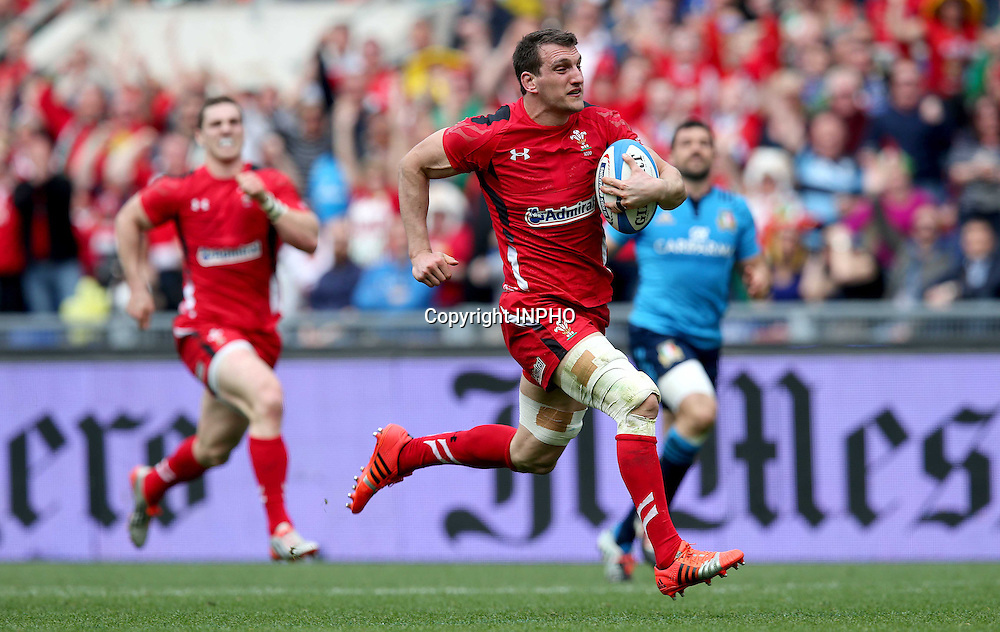 RBS 6 Nations Championship, Stadio Olimpico, Rome, Italy 21/3/2015<br /> Italy vs Wales <br /> Wales' Sam Warburton scores their seventh try of the game<br /> Mandatory Credit &copy;INPHO/Ryan Byrne