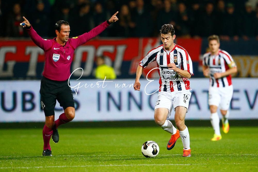 29-10-2016 VOETBAL:WILLEM II - FC GRONINGEN:TILBURG<br /> Erik Falkenburg van Willem II en Scheidsrechter Bas Nijhuis<br /> <br /> Foto: Geert van Erven