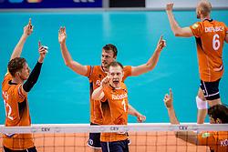 28-05-2017 NED: 2018 FIVB Volleyball World Championship qualification day 5, Apeldoorn<br /> Nederland - Slowakije / Vreugde bij Nederland Jeroen Rauwerdink #10, Daan van Haarlem #1