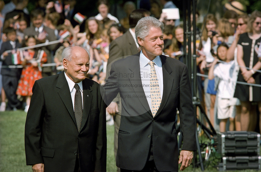 US President Bill Clinton escorts Hungarian President Arpad Goncz during a state arrival ceremony at the White House June 8, 1999.