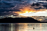 Silhueta de pescador no Ribeirão da Ilha ao por do sol. Florianópolis, Santa Catarina, Brasil. / Silhouette of a fisherman in Ribeirao da Ilha at sunset. Florianopolis, Santa Catarina, Brazil.